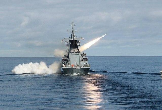 Запуск противокорабельных ракет Х-35У с борта  корвета Стерегущий