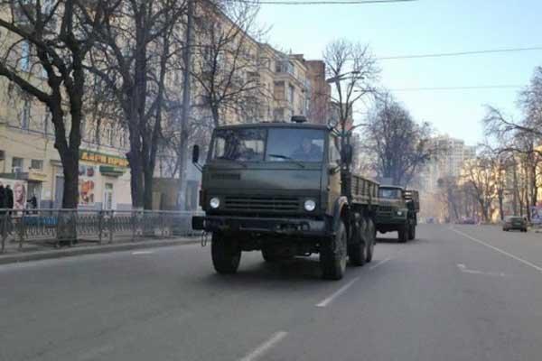 Военные грузовики в Киеве