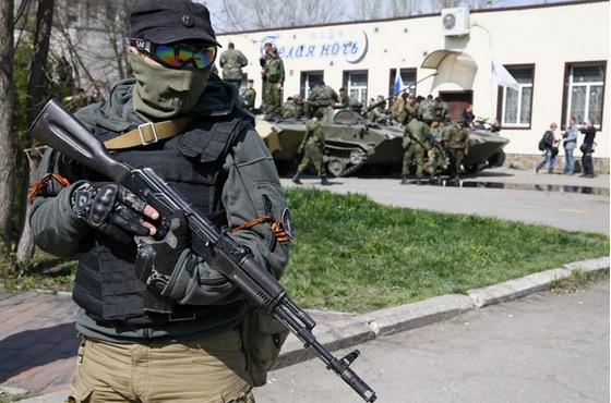захваченные БМД в Славянске (c) Reuters