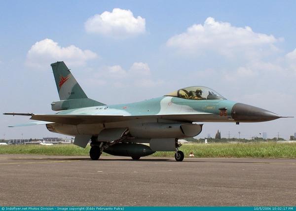 F-16 (c) pesawat-tempurku.blogspot.com