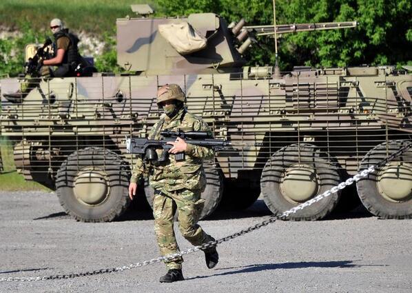 БТР-4 ВС Украины на блокпосту вблизи Славянска