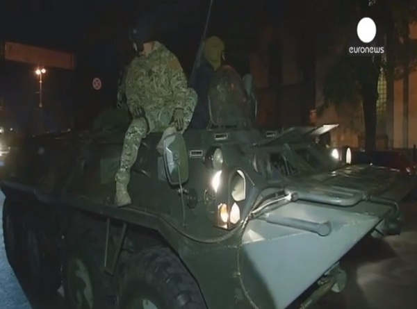 БТР-80 на улицах Киева (c) Euronews