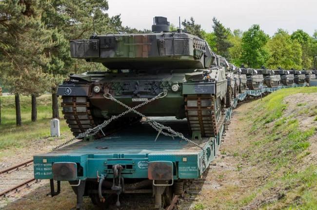 первые 11 танков Leopard 2A5 из состава германского Бундесвера. Жагань, 16.05.2014 (с) Facebook.com