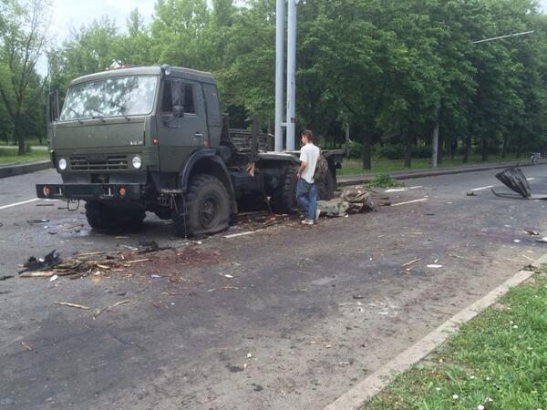 уничтоженный КАМАЗ батальона Восток на улицах Донецка
