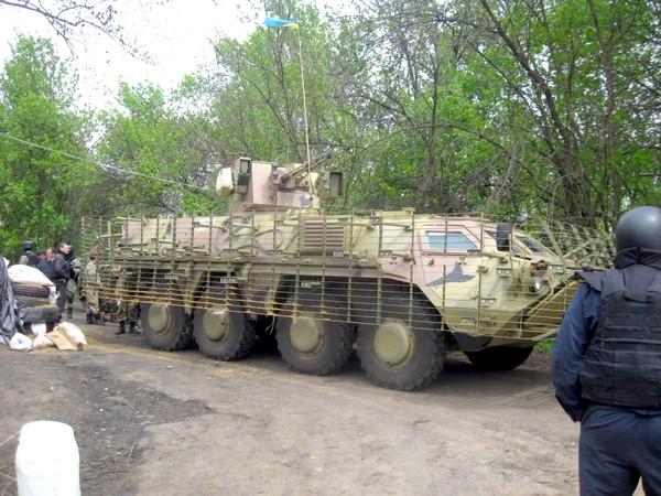 БТР-4Е  на блок-посту у Славянска.  (с) vyuko-z-lycka.livejournal.com