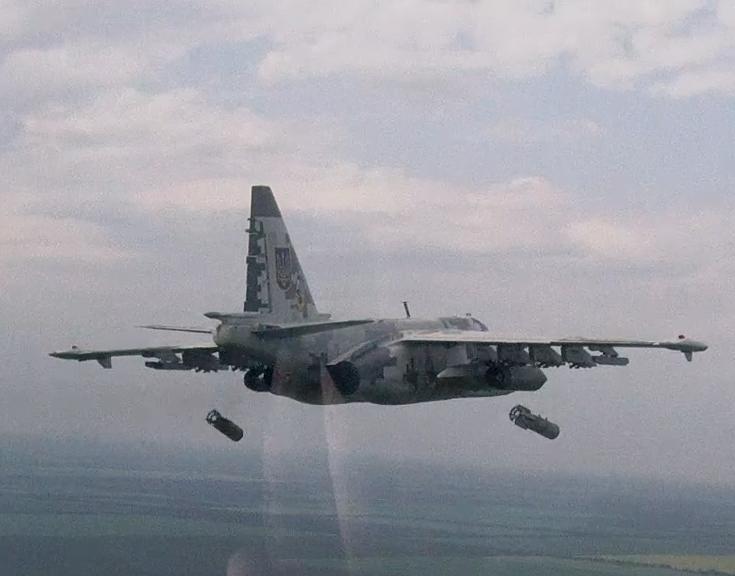 бомбометание с Су-25 ВС Украины (c) odessactrs.livejournal.com