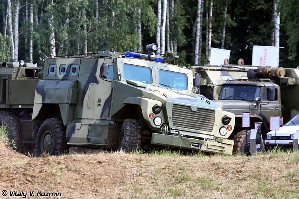 Бронированный автомобиль с усиленной противоминной защитой ВПК-3924 Медведь (c) vitalykuzmin.net