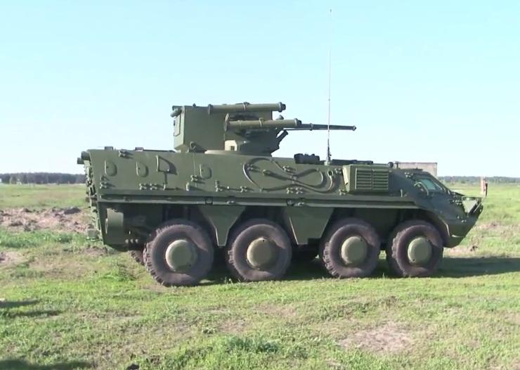 БТР-4 во время испытаний перед передачей