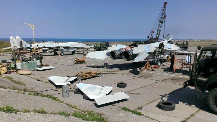 Вывоз истребителей из Крыма (с) www.krula.com.ua
