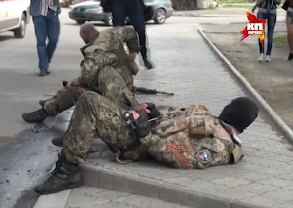 бойцы самообороны Славянска после боя