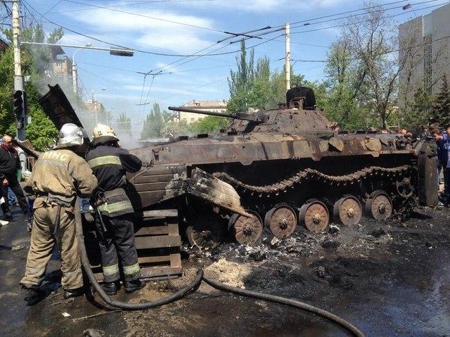 Сгоревшая БМП-2 в Мариуполе