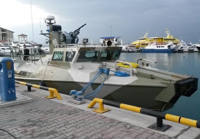 Головной катер РМ-15 проекта 03160 Раптор в составе ВМФ России. Сочи, 23.12.2013 (с) ssv1965 / forums.airbase.ru