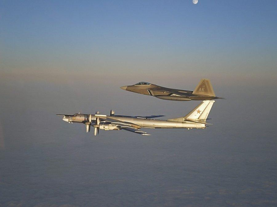 старое фото F-22 и Ту-95 ВВС России (c) RIA/Scanpix