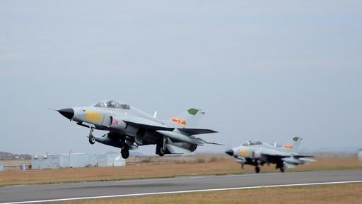Учебно-боевые самолеты JL-9 (c) sina.com.cn