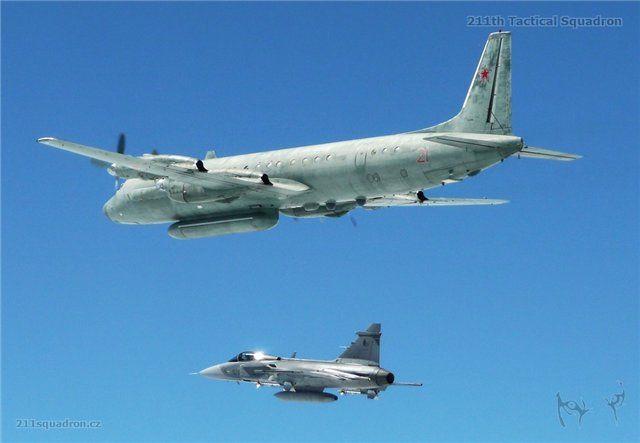 архивное фото перехвата Ил-20