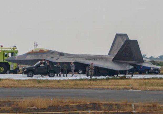 F-22A совершил аварийную посадку