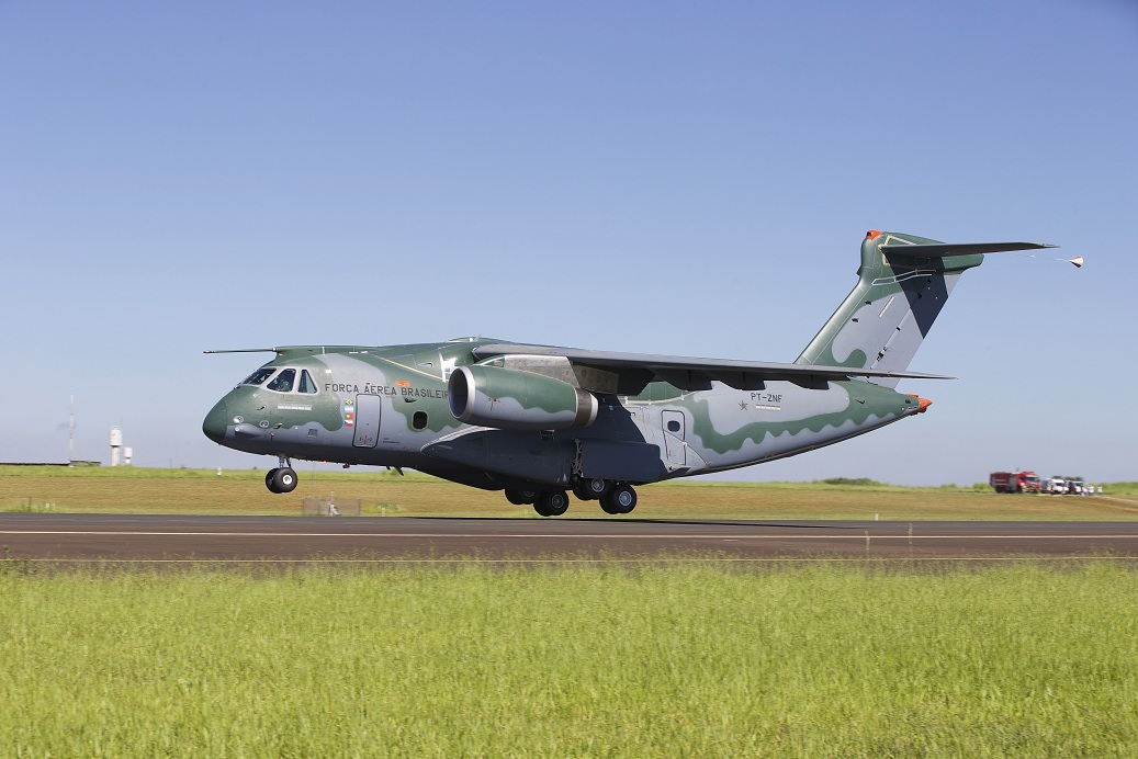 военно-транспортный самолет КС-390