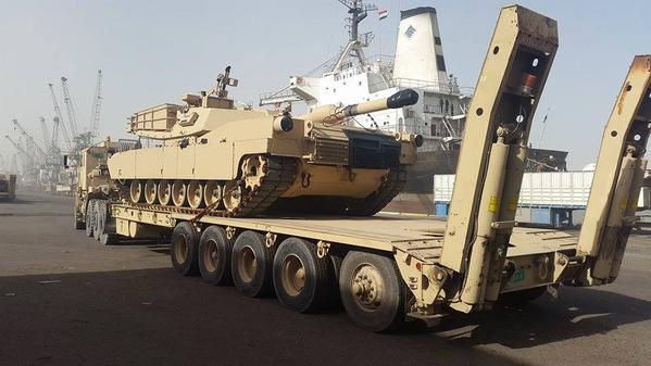 Один из дополнительных танков M1A1 Abrams из наличия армии США, поставленных Ираку в счет помощи и выгруженных в Басре 06.02.2015