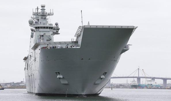 Головной австралийский универсальный десантный корабль L 02 Canberra (с) www.afr.com