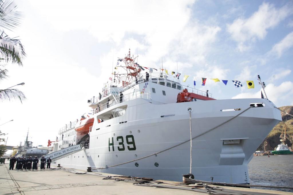 Новое бразильское гидрографическое судно Н 39 Vital de Oliveira на церемонии ввода в состав ВМС Бразилии (с) www.naval.com.br