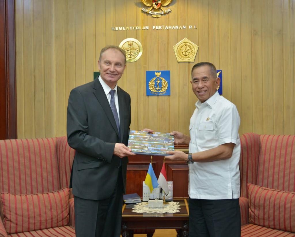 Встреча посла Украины и министра обороны Индонезии