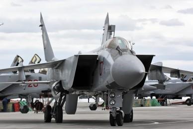 MiG-31_790_IAP_Khotilovo_airbase_2