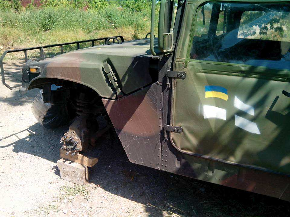 Фото военного автомобиля Humvee морской пехоты Украины