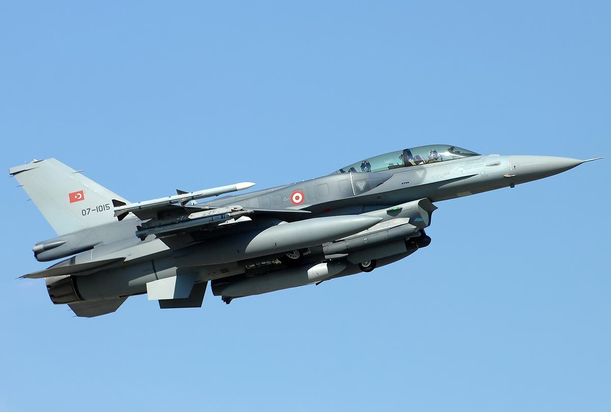 Lockheed_Martin_F-16D_Fighting_Falcon,_Turkey_-_Air_Force_JP7156596