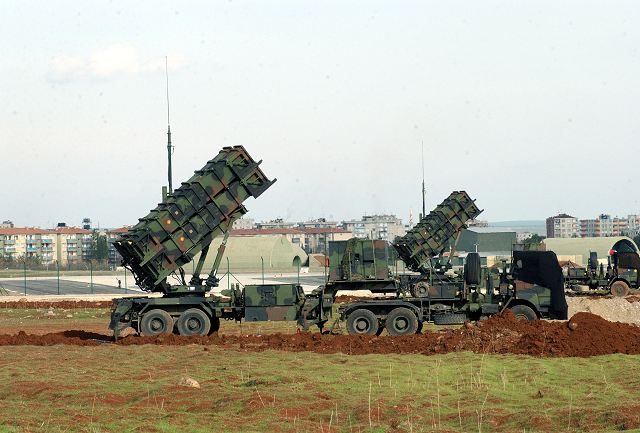 Patriot_air_defence_ground-to-air_missile_system_launcher-unit_Netherlands_Dutch_army_005