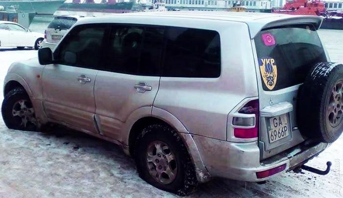 Внедорожник «Мицубиси» после остановки dumskaya.net