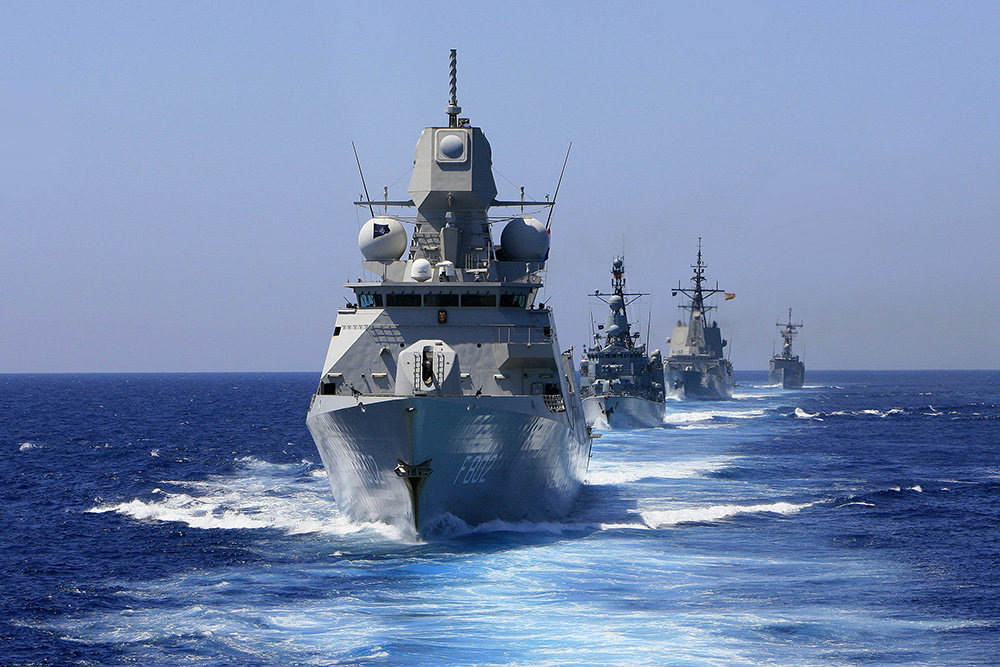 Royal Netherlands Navy's HNLMS De Zeven Provincien frigate leads other ships near Cadiz Bay during NATO's annual Sea Day in Rota, southern Spain, July 13, 2009. REUTERS/Anton Meres (SPAIN MILITARY) - RTR25MZO
