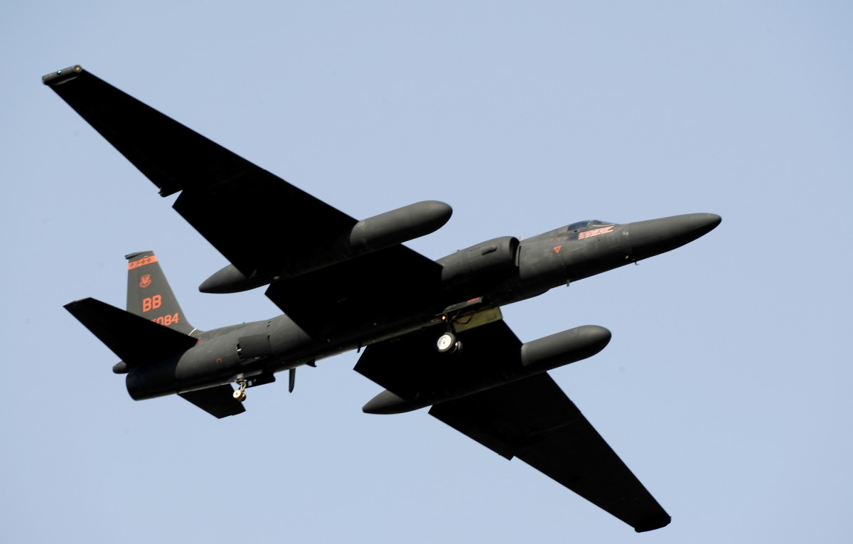 "A U-2 ""Dragon Lady"" takes off from Osan Air Base, South Korea, flightline Oct. 21, 2009, during the base Air Power Day air show. (U.S. Air Force photo/Staff Sgt. Brian Ferguson)"