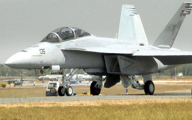 f18-fighter-jets-5_647_032416113345