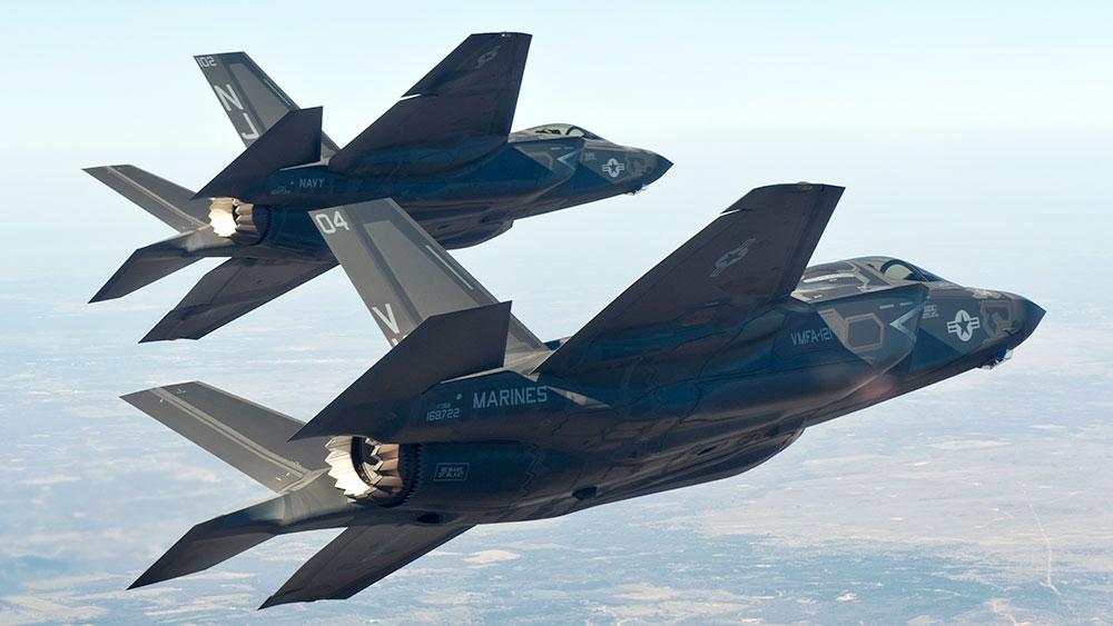 Истребитель F-35C ВМС США и F-35B Корпуса Морской Пехоты США (с) Courtesy of Lockheed Martin)