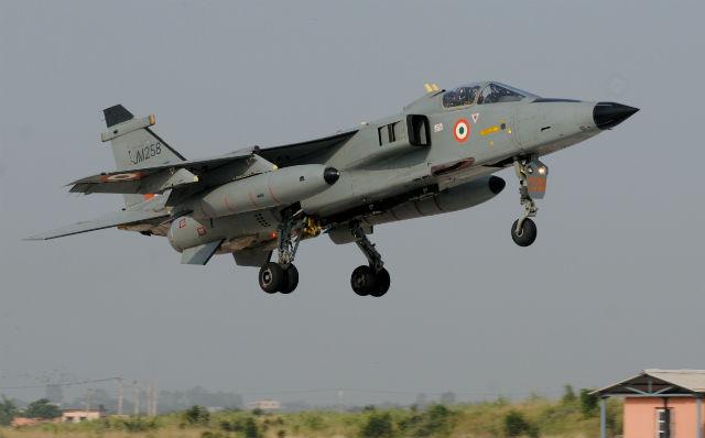Штурмовик Jaguar ВВС Индии с которого было испытано новое оружие (с) planobrazil.com