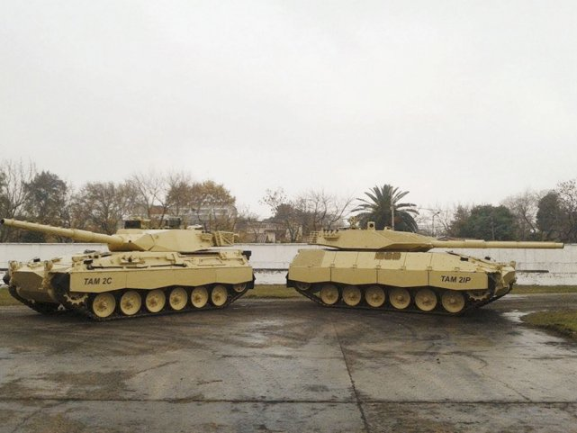 Прототип танка TAM 2IP  и  TAM 2С (с) Jorge Baez zona-militar.com